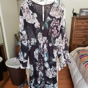 *NEW* Beautiful floral dress